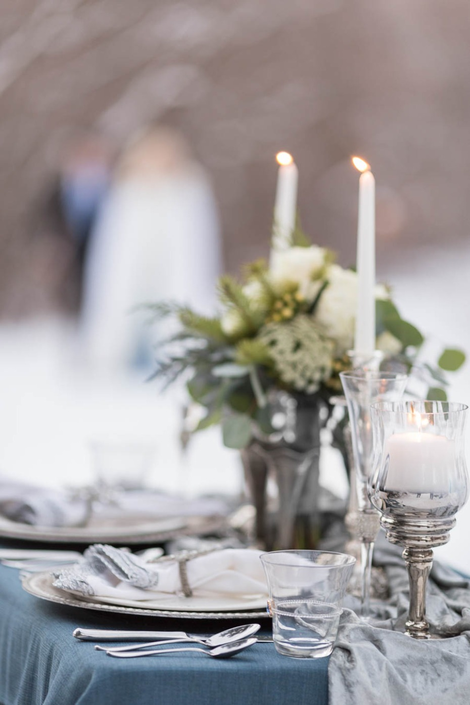 ice cool winter wedding table decor