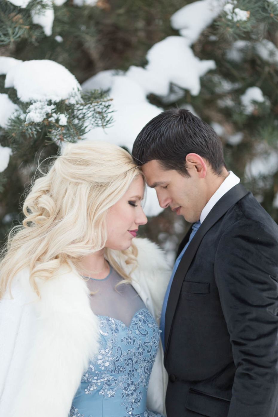 Disneys Frozen inspired wedding ideas