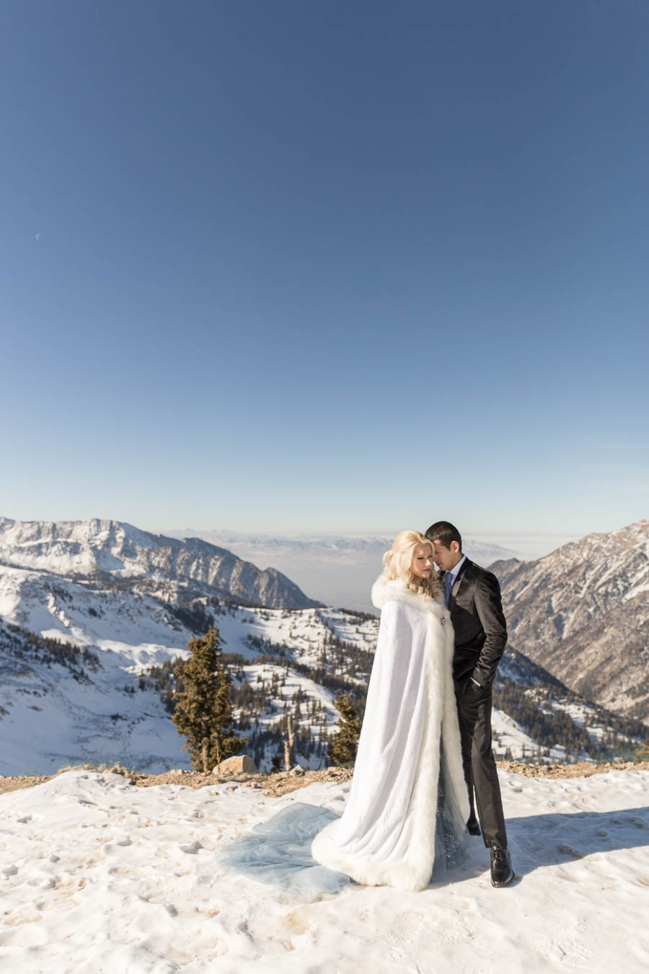 romantic winter wedding photos
