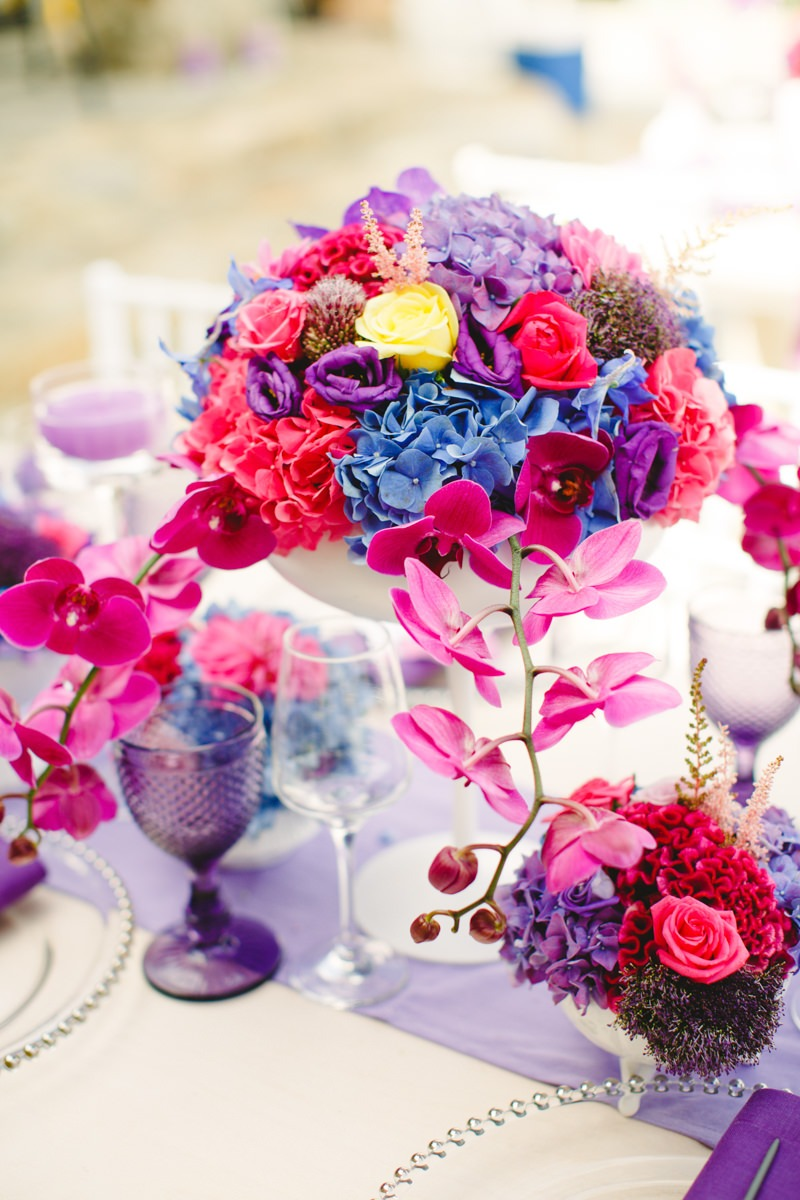 Explosion of ultra violet hues for this vibrant tablescape! A gorgeous destination wedding in Mykonos #coloroftheyear2018 #pantone2018