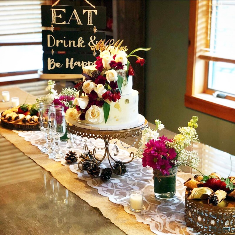 Eat, Drink & Be Happily Married! Create a welcoming cake table for all your wedding celebrations with cake stands, cupcake stands