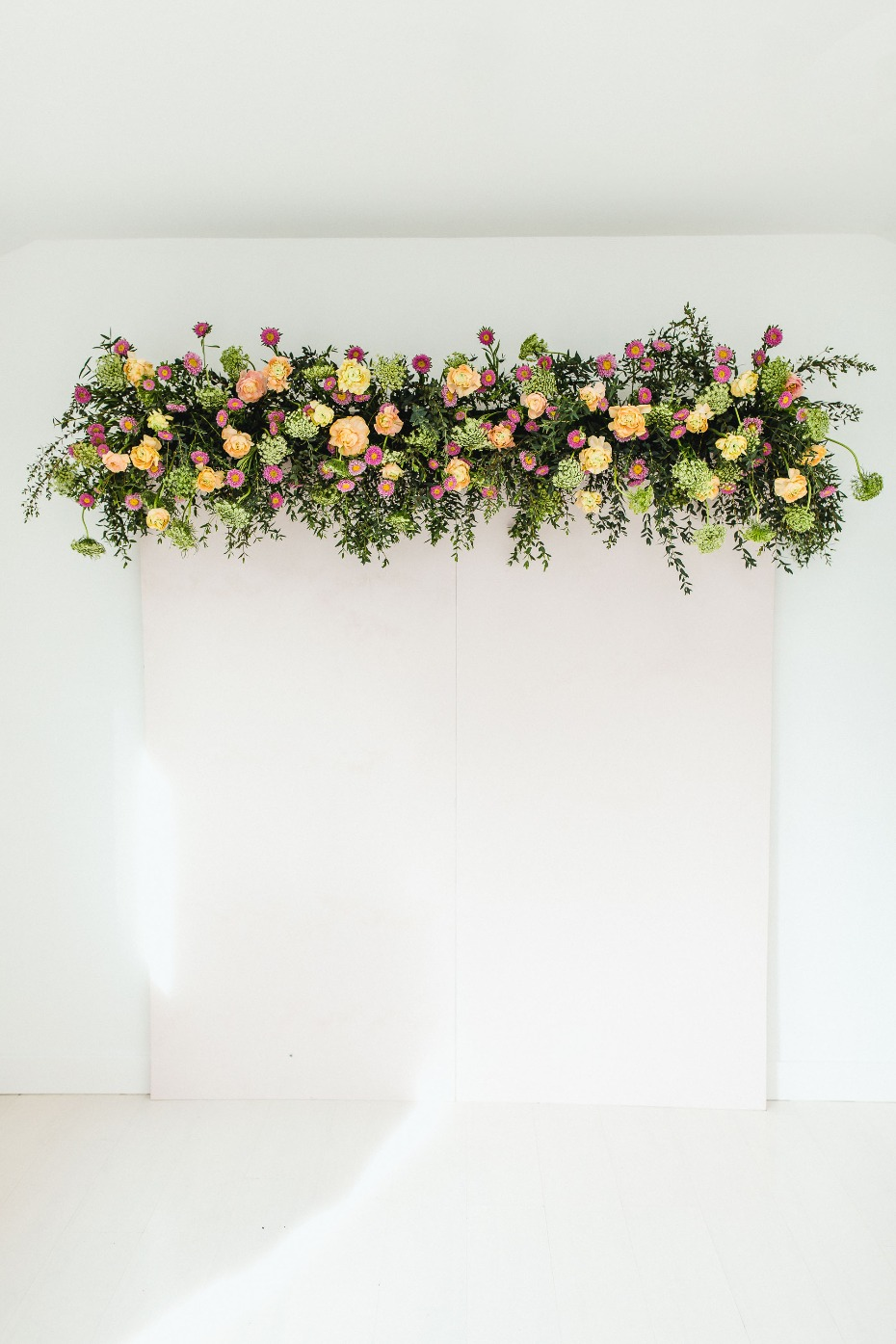 how to build a flower photo booth backdrop