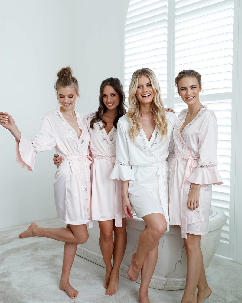 Gift your bridesmaids with a robe to wear on the special day and well after the wedding! The 'Chloe' satin robe is effortlessly elegant