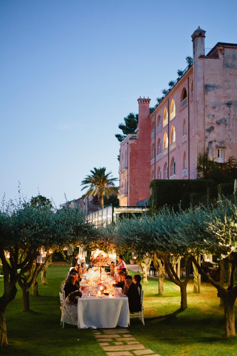 wedding reception in a romantic Italian garden