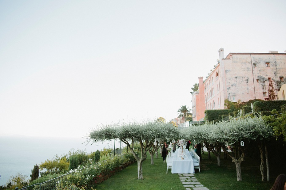 elegant garden style reception on the coast of Italy