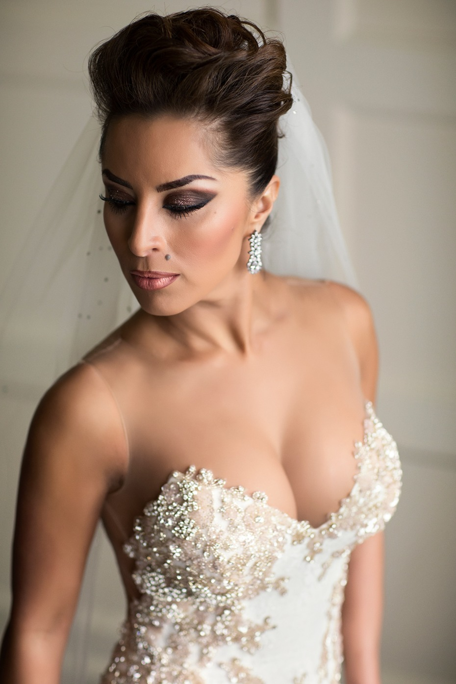 dramatic and romantic wedding look for the glam bride