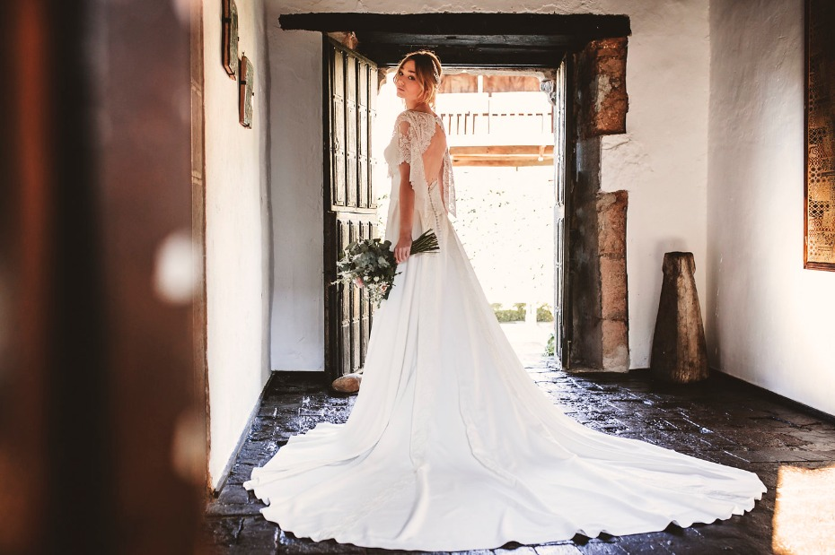 Silk wedding dress from Nicolas Costura