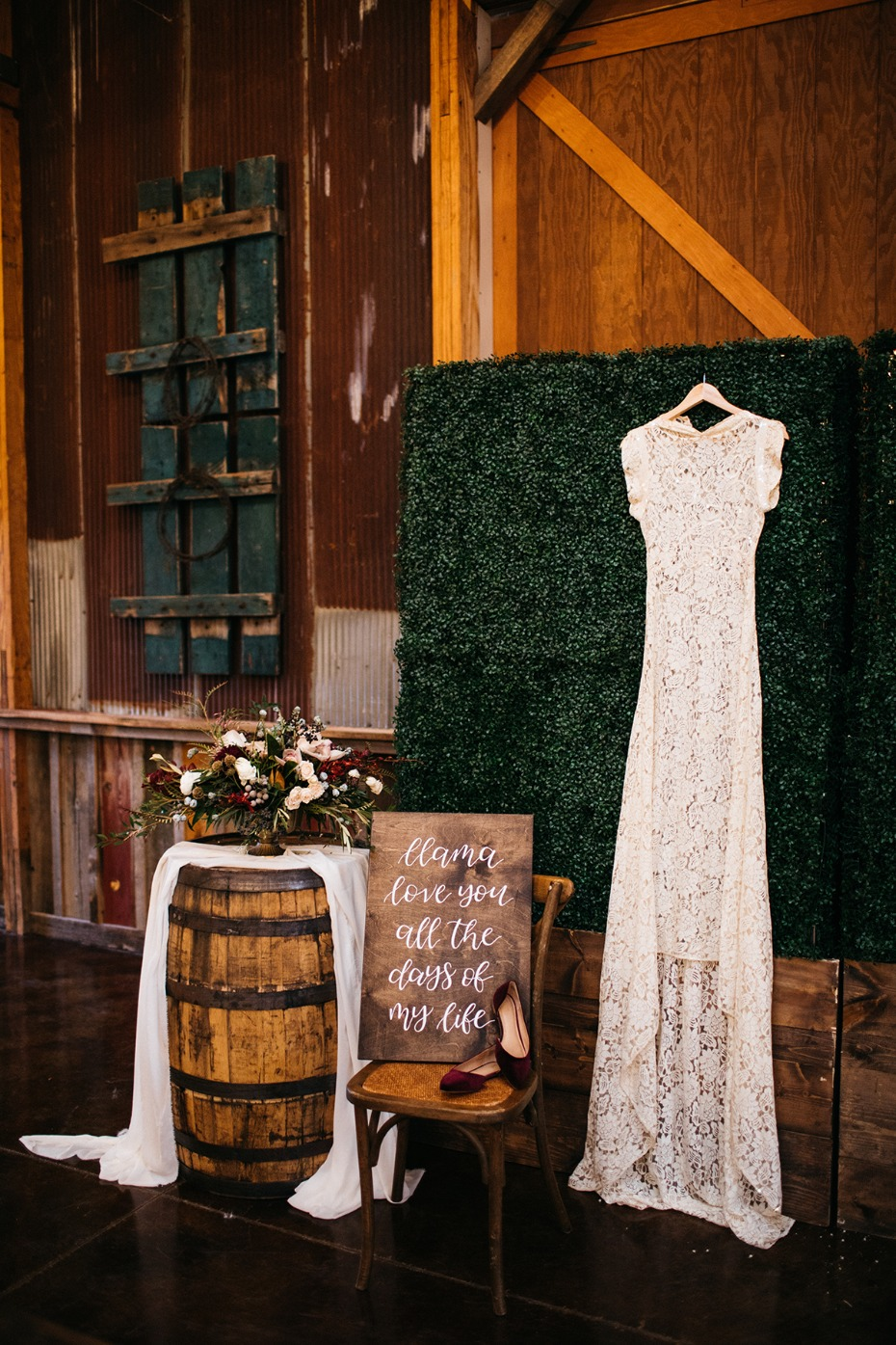 getting ready for your rustic chic late fall wedding