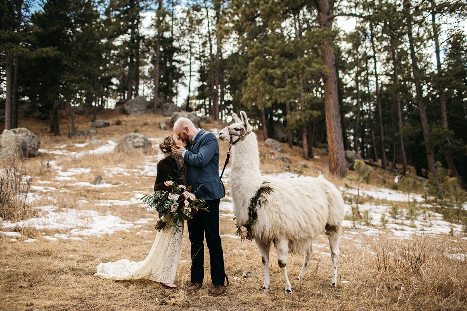 wedding kiss for your rustic chic wedding day