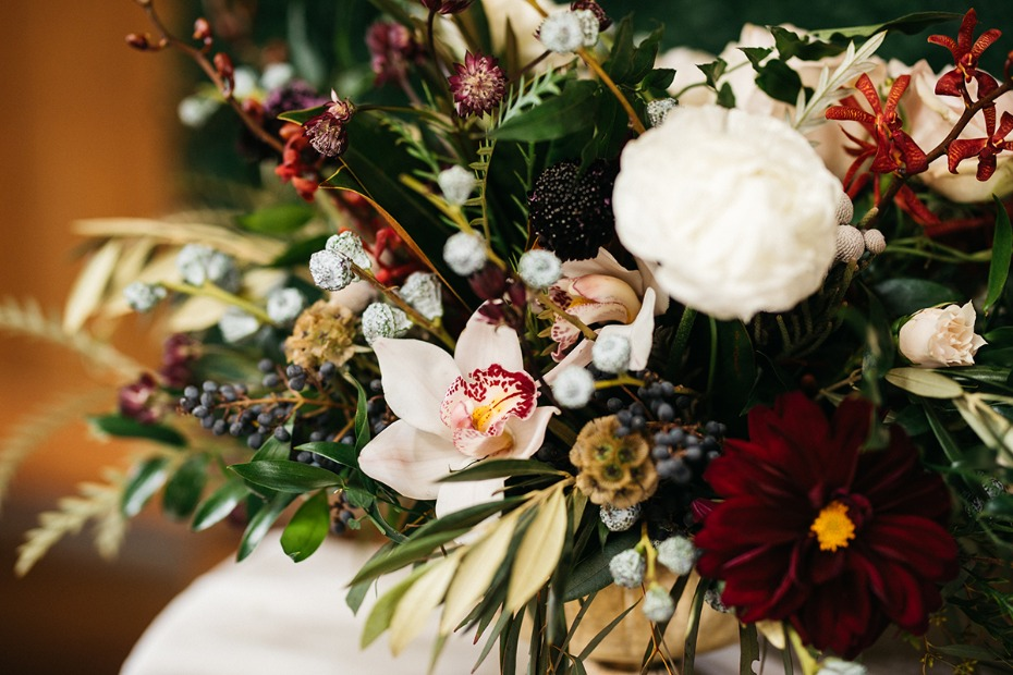 rustic late fall wedding flowers