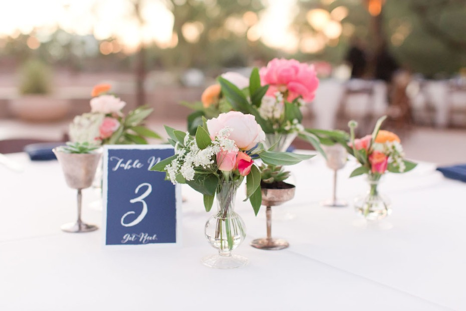bud vase wedding table centerpiece idea