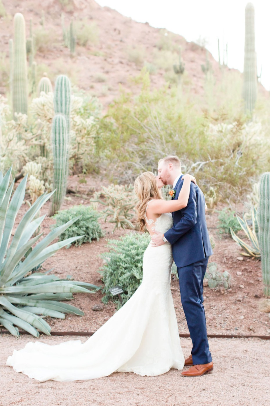 desert wedding kiss