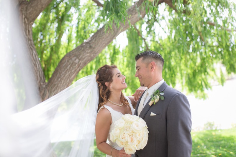 Use your cathedral veil to help give you stunning couple shots!