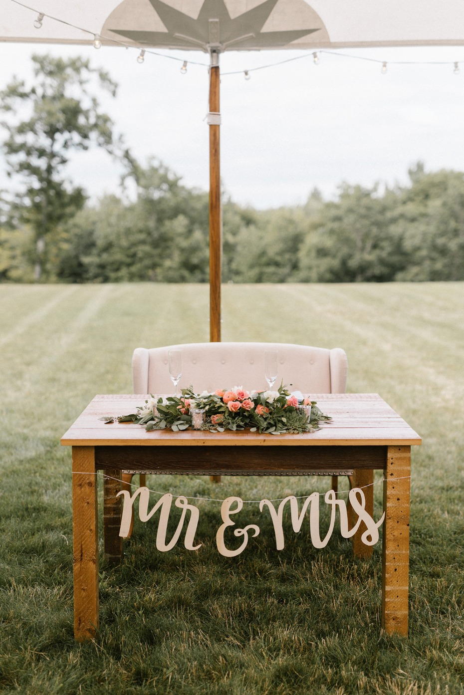 Sweet and simple Mr. and Mrs. table