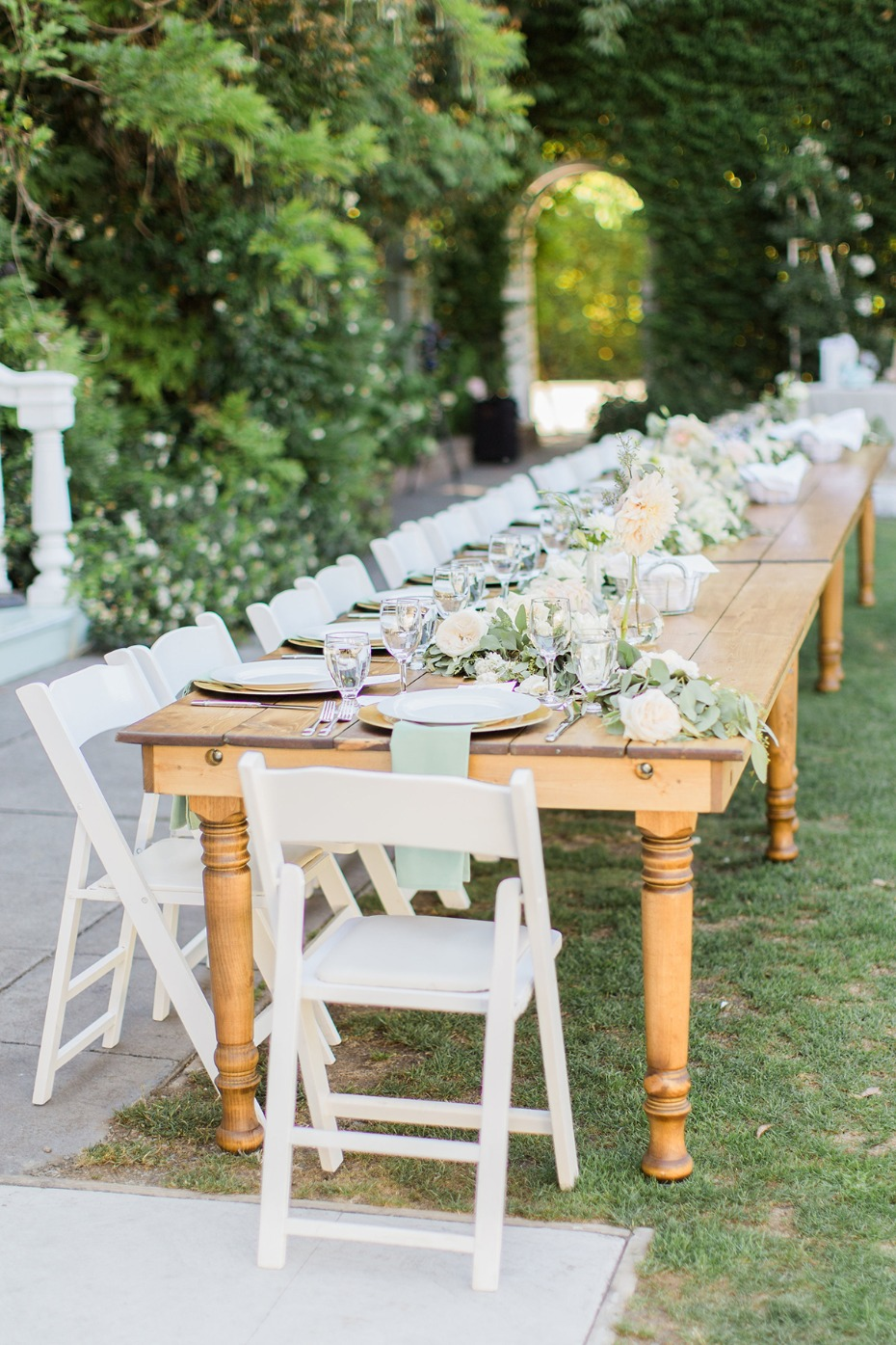 family style seating wedding party table