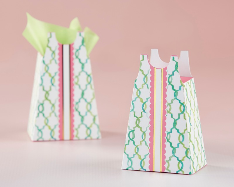 Dress up your favors with our Sundress Favor Boxes. Available in a sets of 12, these unique favor containers are designed to look like