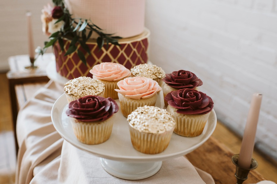 Rose and sparkle cup cakes