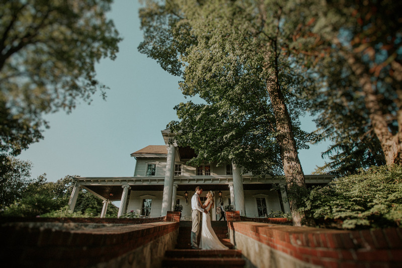 Rustic, boho wedding at FEAST at Round Hill, Hudson Valley wedding venue. More photos from this wedding on our website. Photo by Brooke