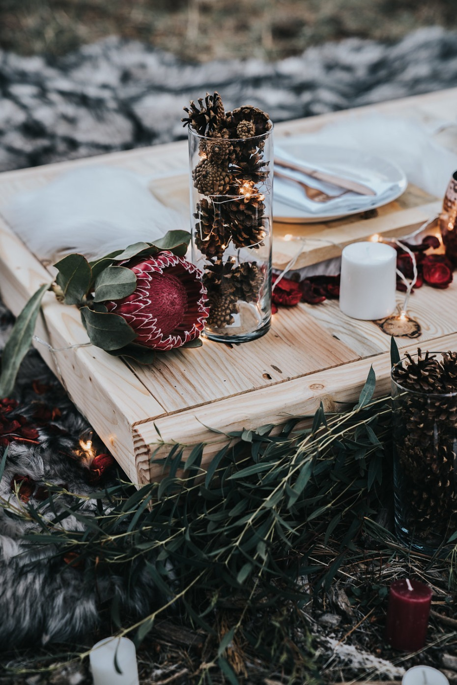 rustic and glowing wedding table idea