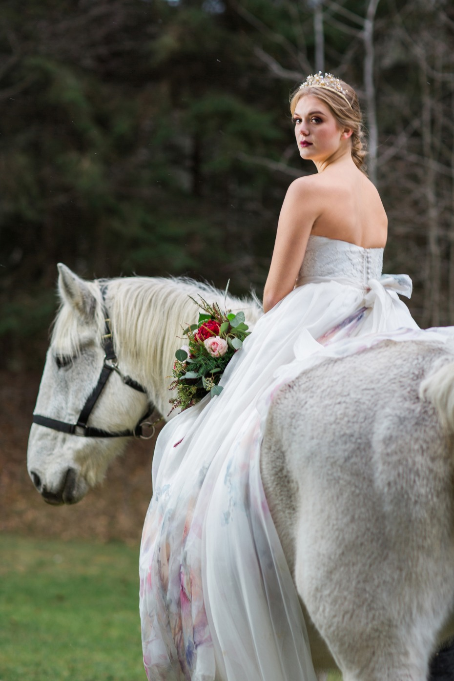 wedding horse and regal boho bride