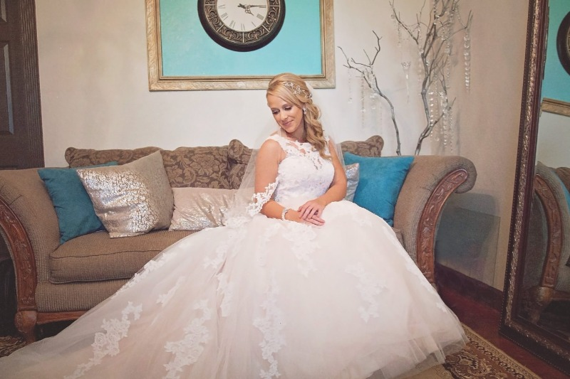 Bridal Suite at Bakers Ranch – Relax and enjoy being pampered by your make-up and hair stylists in our luxurious bridal suite and