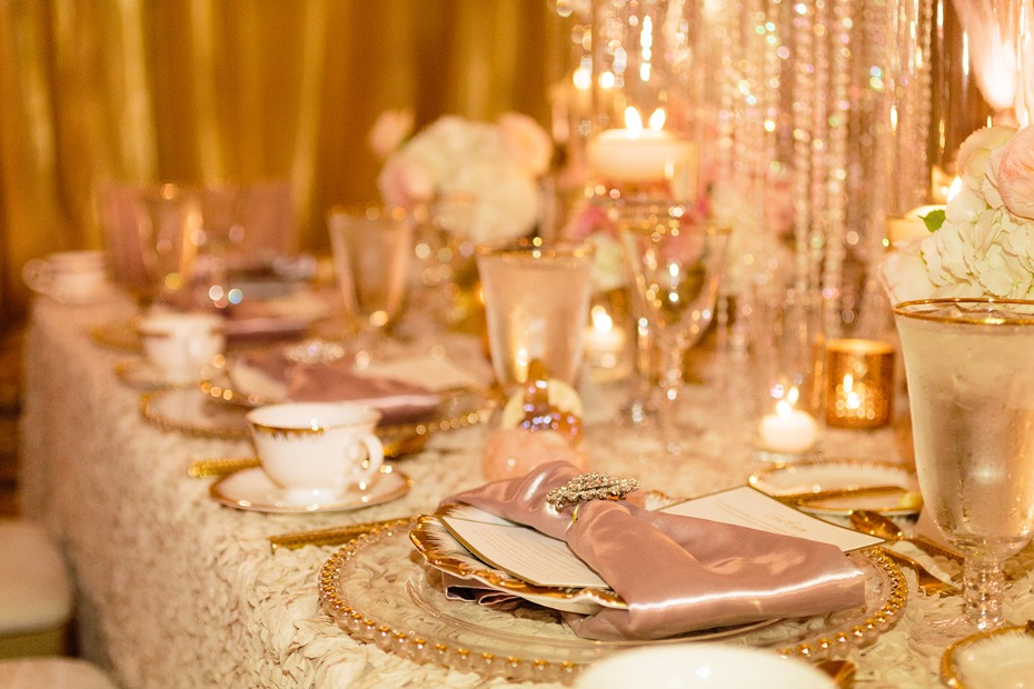 Glamourous gold, white and blush table decor