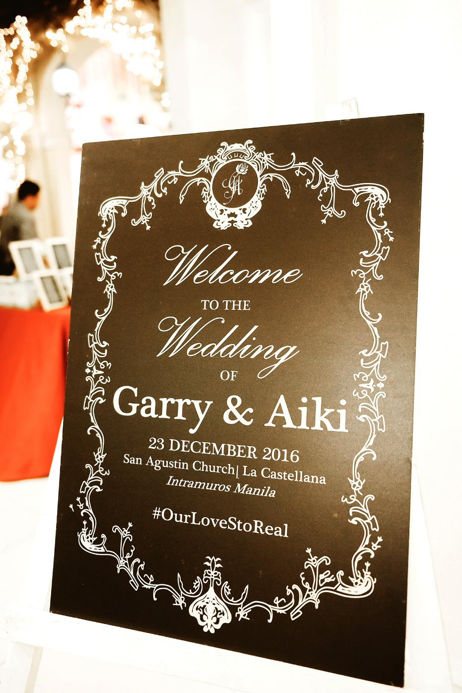 Black and white welcome wedding sign