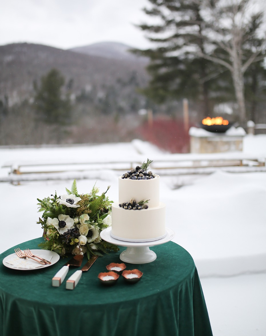 winter wedding cake idea