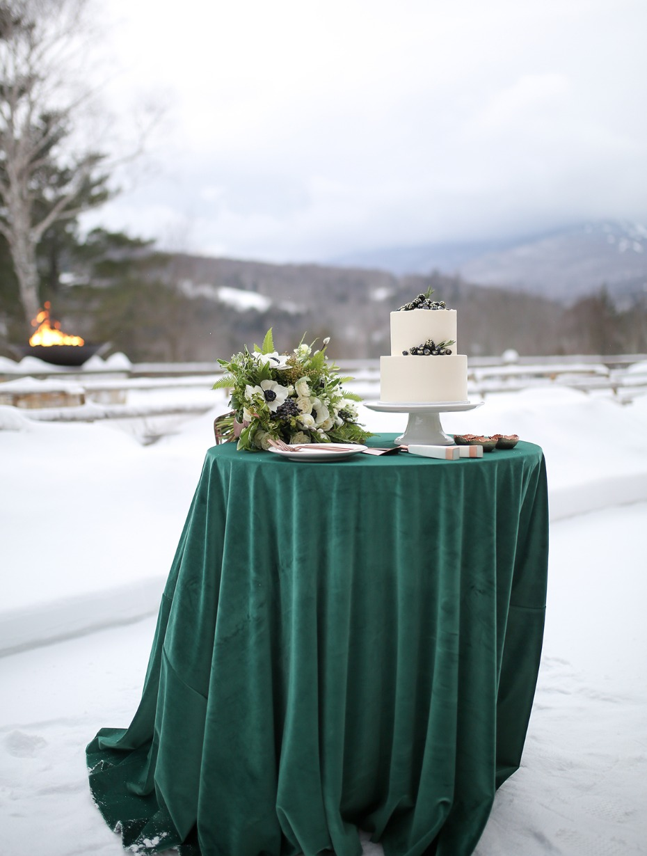 winter wedding cake table