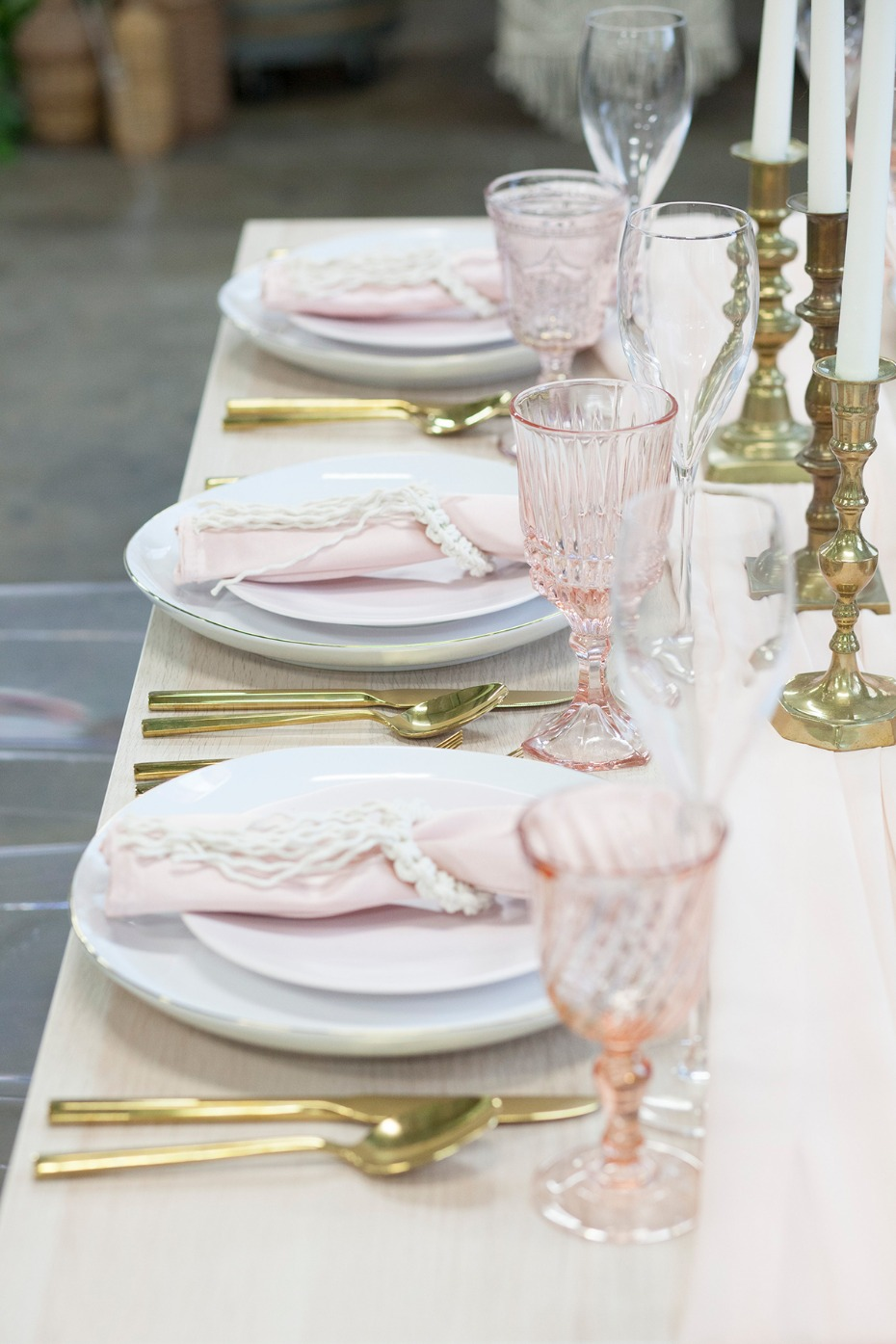 blush and gold wedding table decor for your modern boho wedding