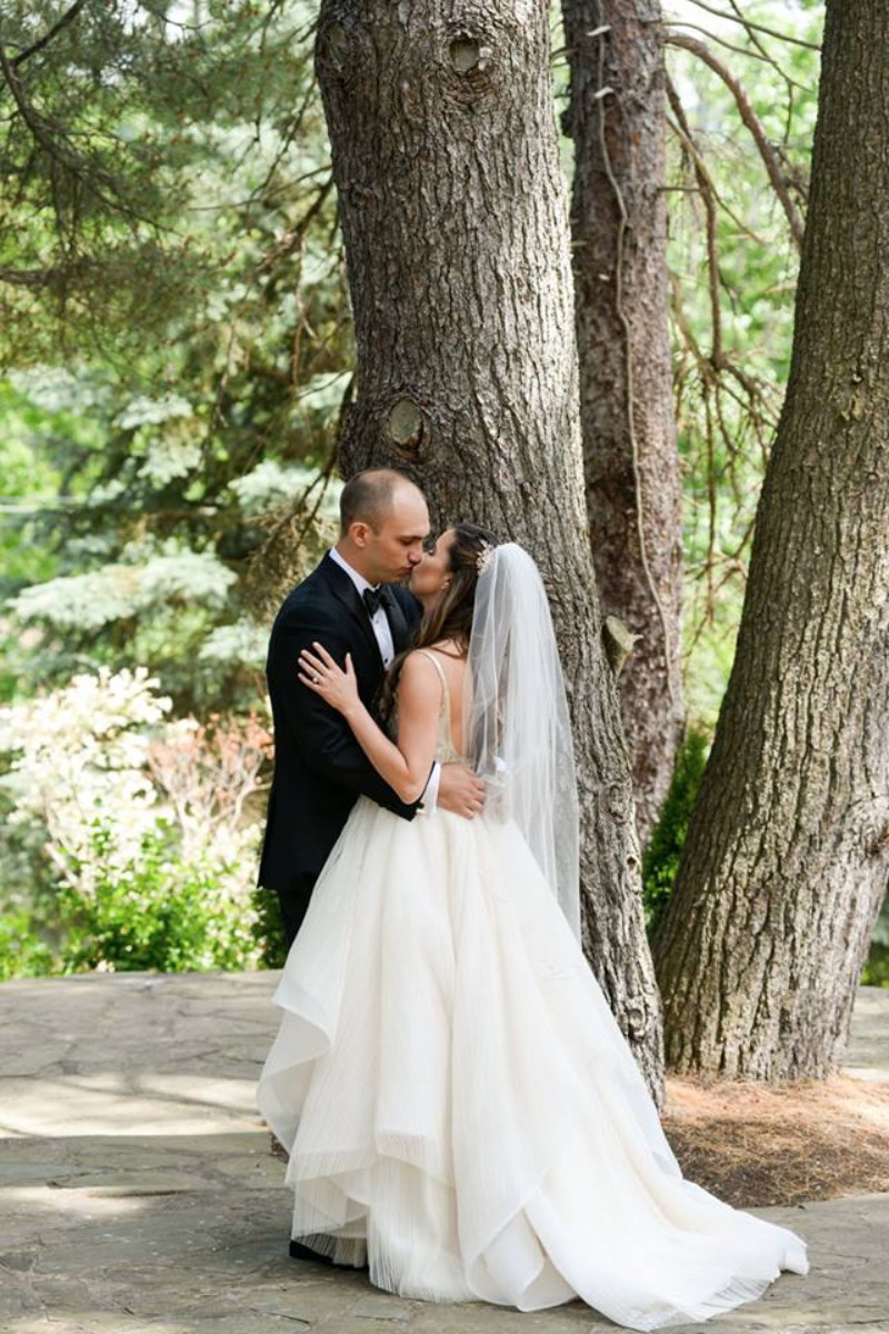 A June wedding at FEAST at Round Hill, Hudson Valley wedding venue. Photography by George Street Photo.