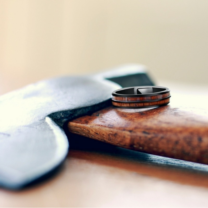 Mens rugged wedding ring! The perfect outdoorsman ring. Made with a part of nature.