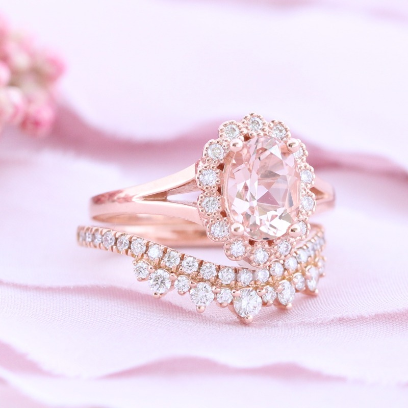 Love the Pretty in Pink vibes around this Vintage Luna Halo Morganite Bridal Set with Crown Diamond Wedding Ring by La More Design