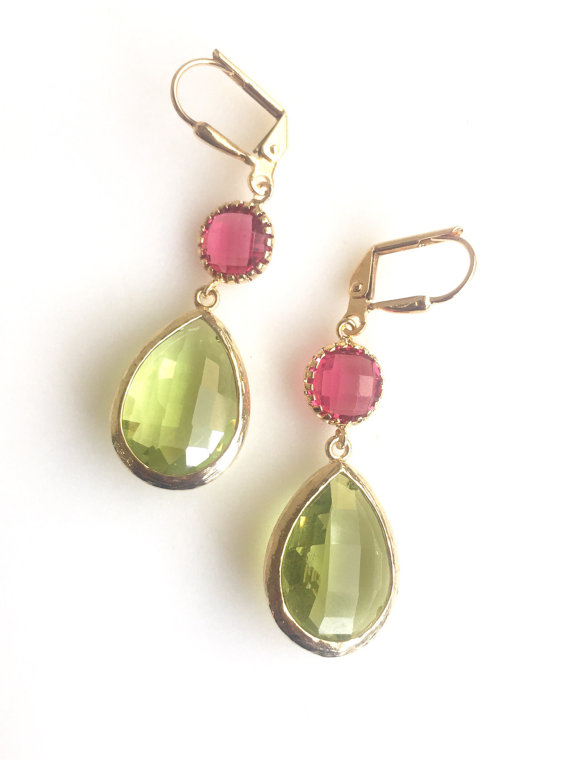 Olive Green, ruby red and gold come together beautifully in these elegant and stunning earrings. Alive and gorgeous, these earrings