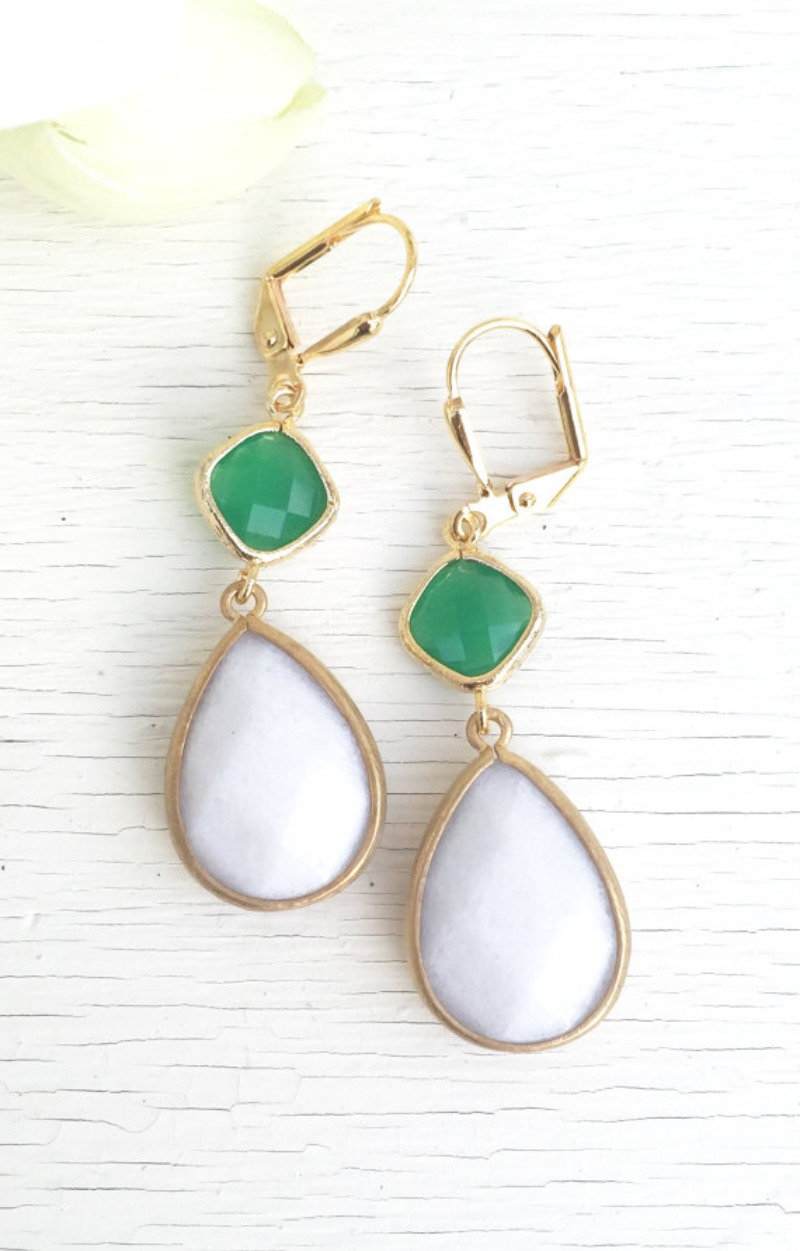 Palace green, white, and gold come together beautifully in these elegant and stunning earrings. Alive and gorgeous, these earrings