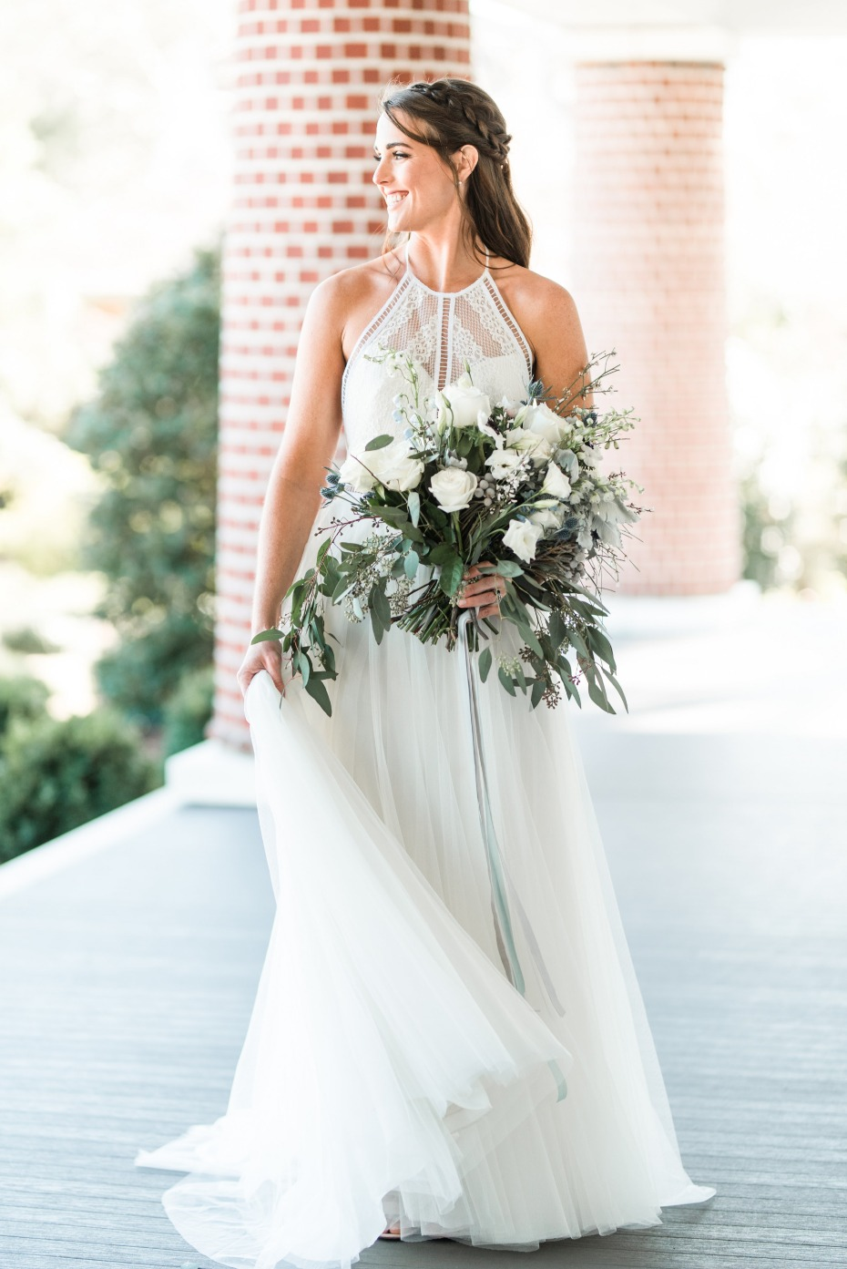 Boho chic bridal look and bouquet