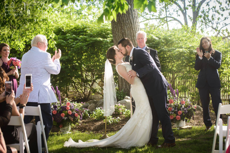 A beautiful May wedding at FEAST at Round Hill, Hudson Valley wedding venue. Photo by Chris Carter Photography.