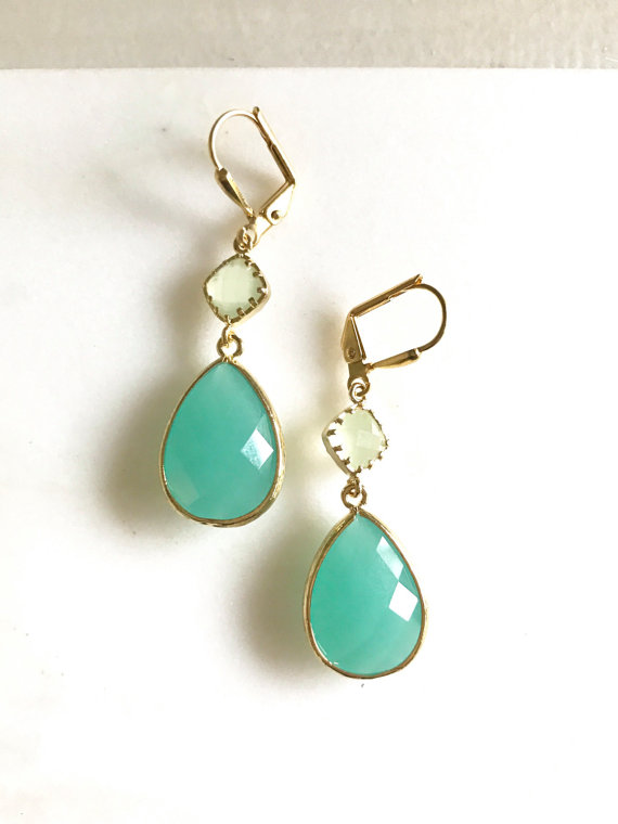 Aqua and Mint Bridal Earrings in Gold. Wedding Jewelry. Bridal Jewelry. Mint Jewelry. Bridesmaids Earrings. Jewelry Gift.