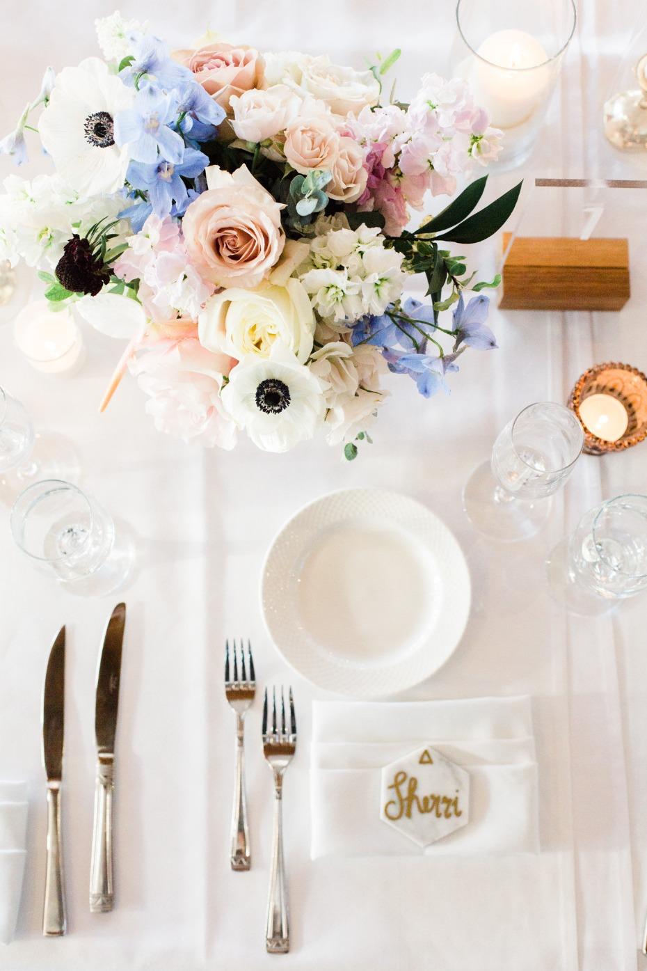 Beautiful and simple place setting