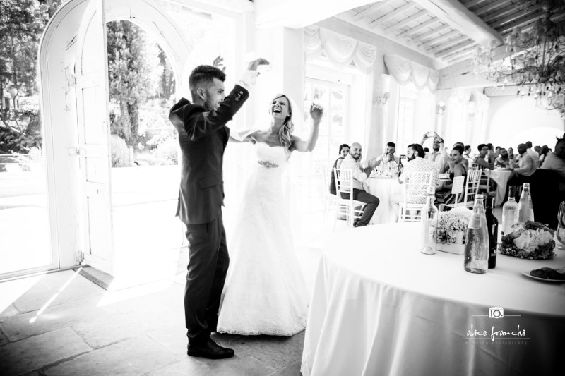Tasteful black and white to tell a fairy tale story. A celebratory and tender moment is captured to become special memories 🖤 Photography