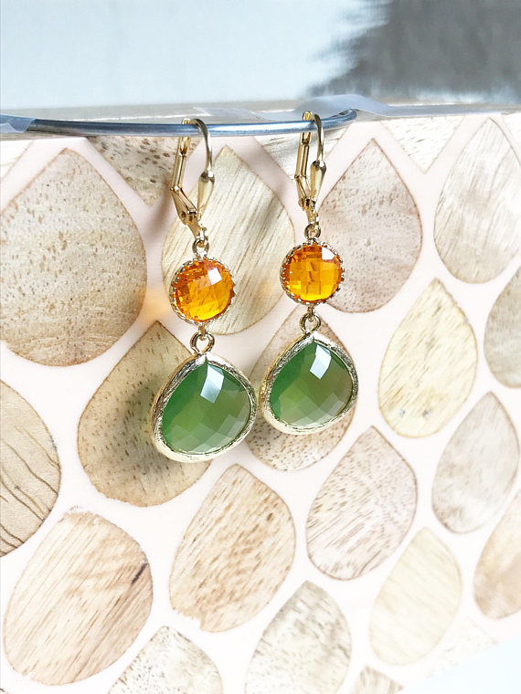 Olive green and gold are paired beautifully in these elegant and stunning earrings. Alive and gorgeous, these earrings will add a beautiful