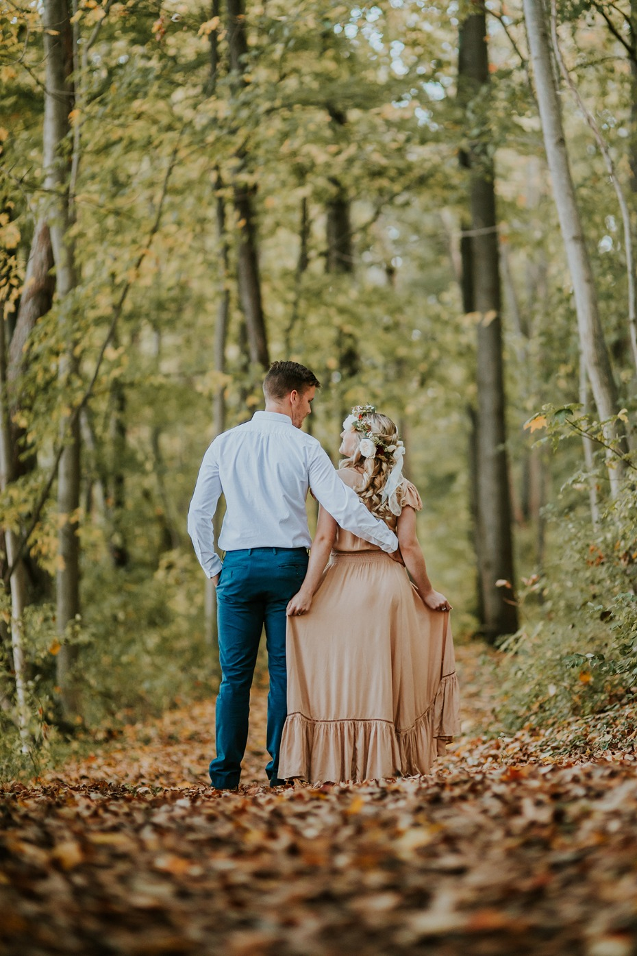 sweet engagement photo ideas for the fall