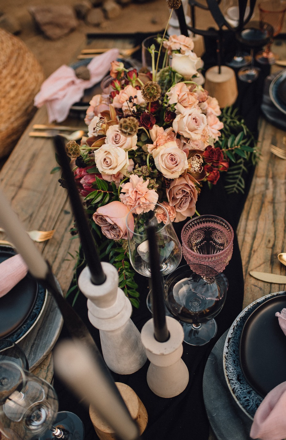 Dusty pink and black table decor