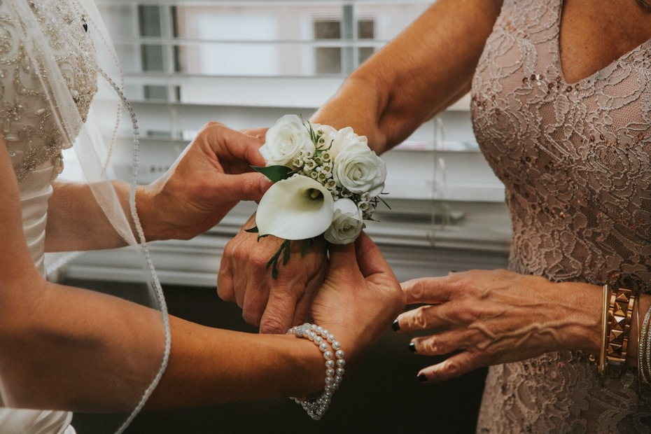 How to Include Your Mother-in-Law in the Wedding Photo by Hermes Rivera