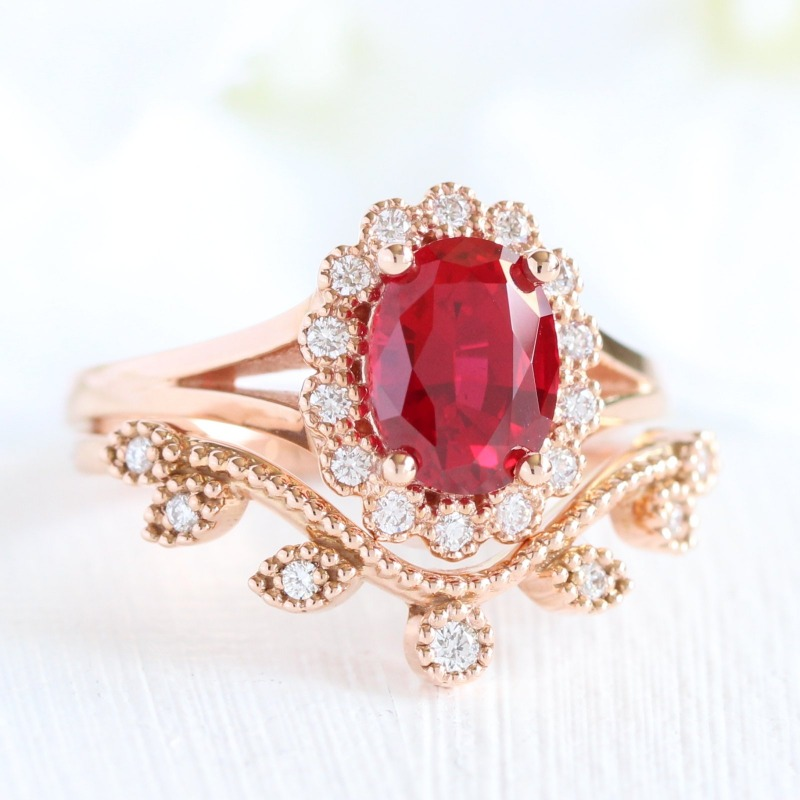 Love halo engagement rings but want a vintage-inspired touch to it? La More Design's Vintage Luna Halo engagement rings and bridal