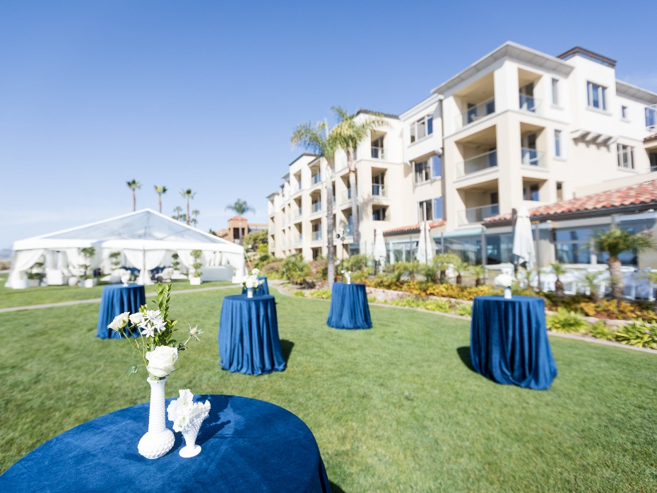 White and blue lawn reception at Dolphin Bay Resort & Spa