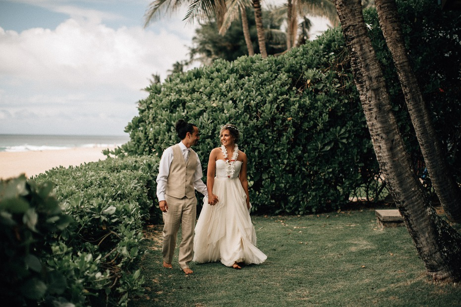 bride and groom on Hawaii