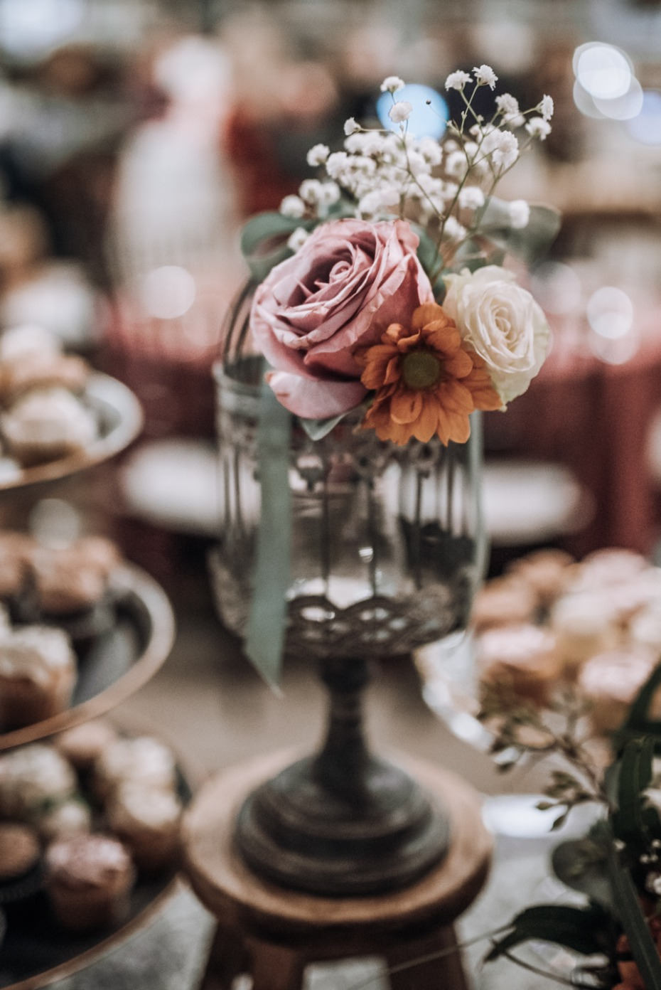 boho chic wedding cake table decor idea