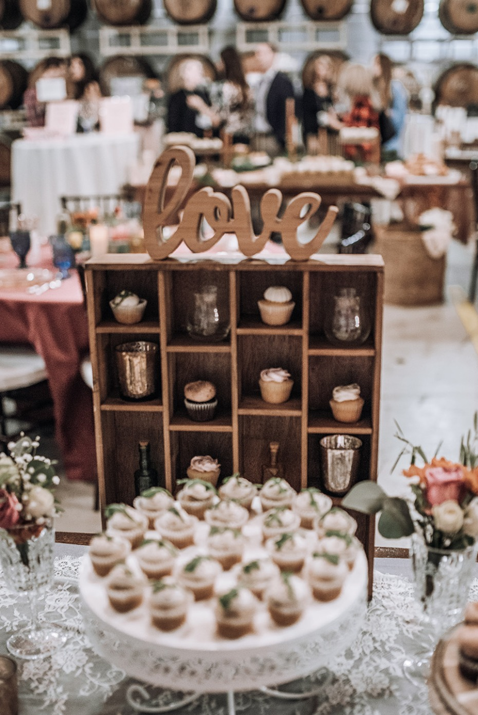 love wedding cupcake table display idea