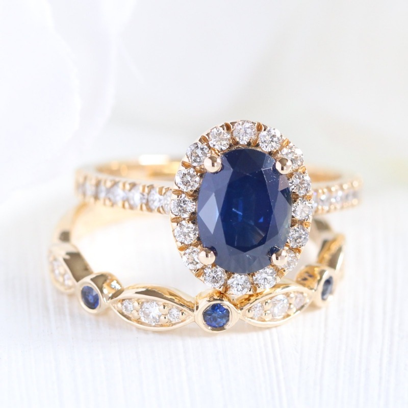 Love Sapphire rings? Shop La More Design's collection of sapphire engagement rings and sapphire and diamond wedding bands ~